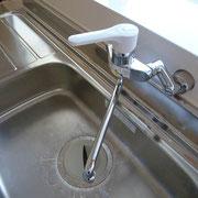 キッチンは便利なシングルレバー式水栓
