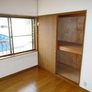 2階洋間10.5帖の収納は、中段、枕棚付き