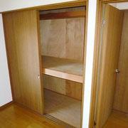 2階洋間6帖の収納は、中段、枕棚付き