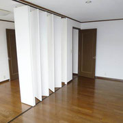 2階洋間7帖と5.4帖は折畳式扉で仕切れます