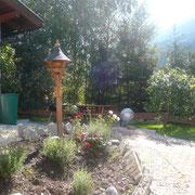 Vogelhäuschen und Grillplatz von Ihrer Terrasse aus