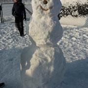 Schneemann bauen und Schneeballschlacht...