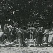 Marché aux cerises dans la cour de l'école d'Escoussans
