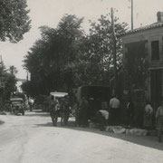 """Marché aux cerises dans le bourg d'Escoussans, au """"Canton""""."""