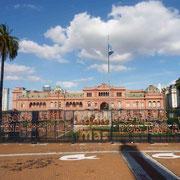 La Casa Rosada de l'exécutif argentin et les revendications populaires post-électorales