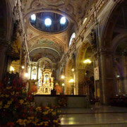 Intérieur richement orné de la cathédrale métropolitaine de Santiago