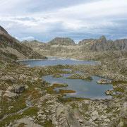 Superbe enfilade des lacs de Rius