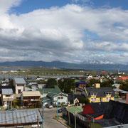 La baie d'Ushuaïa et le canal Beagle (au fond) depuis les hauteurs de la ville la plus australe du monde