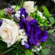 Natur pur aus Hortensien, Rosen, Klee, Schleierkraut und Lysianthus