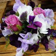 Brautstrauß aus Rosen, Hortensien und Wicken