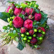 Rosen und Johanniskraut - rund gebunden
