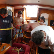 Sicherheitseinweisung zu Beginn vom Segeltörn