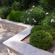 Moellons jointés dans un jardin d'ambiance provencale