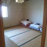 鷹巣フィッシング町布団付きの8畳の部屋