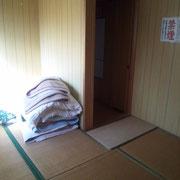 鷹巣フィッシング町布団付きの6畳の部屋