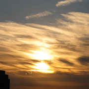 身近な穴場 早朝の雲を染めて初日の出、心洗われる