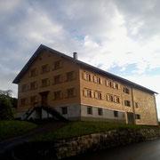 Holzschindeln  am alten Gasthaus Adler in Krumbach