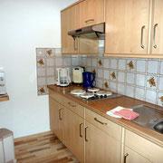 Küche mit Wasserkocher, Eierkocher, Mikrowelle, Toaster,...