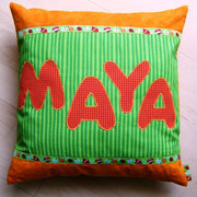 Mittelgroßes Kissen mit Wunschname, Baumwollstoffe