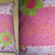 Mittelgroßes Kissen mit Wunschname und Applikationen, Baumwollstoffe