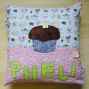 Mittelgroßes Kissen mit Wunschname und Applikation, Baumwollstoffe