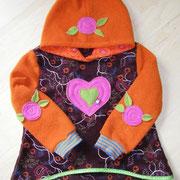 Kapuzenpulli FANNY, Größe 98/104, besticktes Fleece & Jersey