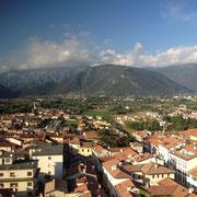 Bassano del Grappa mit Monte Grappa