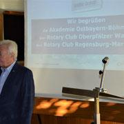 Firmeninhaber Michael Koller begrüßt die Teilnehmer.