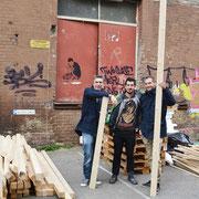 Die Nightshine-Initiatoren Andi und Robin mit dem Mannheimer Künstler Philipp Strobel (mitte)
