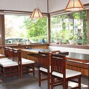 ◆テーブル席(4人テーブル:2席、6人テーブル:2席)