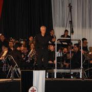 "Francisco Calonge dirige ""Macarena""."