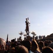 El Cristo en el momento de salir a paso ligero.