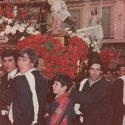 Foto cedida por Javier Muñoz Gutierrez ,en las que se destaca la colocación de las flores.