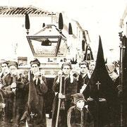 Primera procesión del Santo Entierro, solo con la urna en 1940.