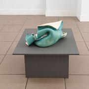 """""""Welle"""" 2015, Keramik glasiert, MDF, Lack, ca. 75 x cm. © Gabriele Künne / VG Bild Kunst"""