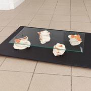 """""""dunkel gestaucht"""" 2015, Keramik glasiert, ca. 26 x 80 x 60 cm. © Gabriele Künne / VG Bild Kunst"""