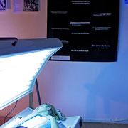 """Geh mir aus der Sonne!"" 2015, Aktion mit Sonnenbank, Folienplot, diverse Materialien"