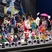 Die Konzertvereinigung Wiener Staatsopernchor in LA BOHEME bei den Salzburger Festspielen 2012 (Foto: Lelli)