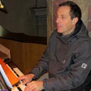 Wolfgang Hehenberger begleitete uns an der Orgel