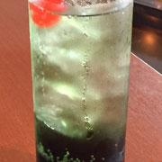 緑青ドリンク ¥460 暑さを吹き飛ばす爽やかなソーダです。