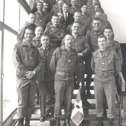 1985, les anciens du110 à l' EAI autour du Col Perzo, ancien chef de corps du 110 (83-85).
