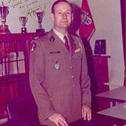 1975-1977, le colonel Schwartz Arthur, chef de corps.