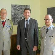 Erik Pauly, maire de Donaueschingen avec le Col Wache chef de corps du 110 et le Major Thomas, second du 292.