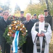 16.11.2014 Ehrenfriedhof Allmendshoffen, Bürgermeister Kaiser, OB Stellvertreter Ficher, Pfarrer Kraft, OTL Thomas, LCL Schelstraete.