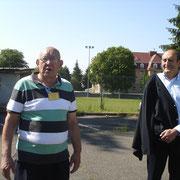 Gilbert Sandmayer, notre spécialiste informatique de l' amicale des anciens du 110, à droite Grenier.