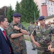 COL Leroux, chef de corps du 110 de 2008 à 2010, sur la photo Thorsten Frei, maire de Donaueschingen et OTL Lindstedt, chef de corps du 292.