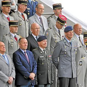 24 juin 2014, dans la tribune officielle, Gal Cot, Gal Budde, Gal Bauer, Gal Mignot, Gal Laugel, Col Pellabeuf, Col de Madre, Col Gauci, Col Leroux, Col Roux.