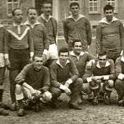 1969, l' équipe de foot des sous-officiers, Salotti,Gherbaoui, Saragueta, Bouares, Gallé, Oustric, Boukhalfa, Dumur.......