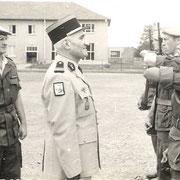 Col Prost, chef de corps (67-69) avec le Cne Vauterin Cdt la 11° Cie.
