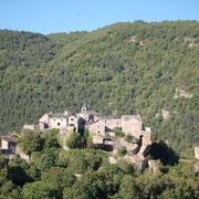 Vue sur Cantobre depuis la vallée du Trévezel